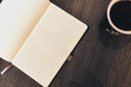 記録ノートとコーヒー