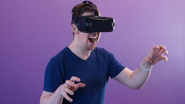 脚光を浴びるスマホ用VRゴーグル
