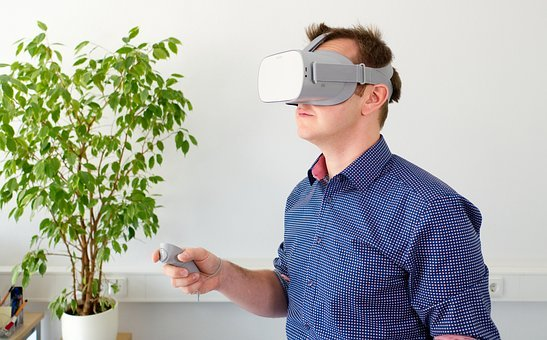 【VR会議】「AltspaceVRアプリ」を使ってソーシャルVRを体験してみよう!