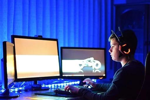 【オンラインゲームの仕組】「クライアントサーバーの完全同期型と非同期型」それぞれの特徴と動作原理