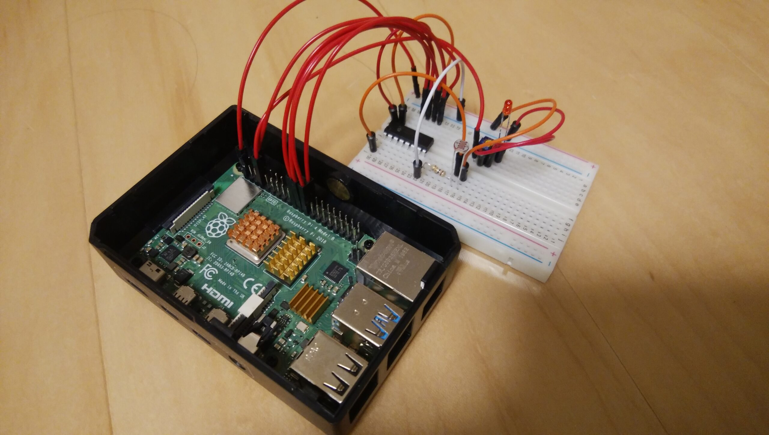 """【Raspberry Pi 4Bで""""ADコンバーター""""を使ってみる】「フォトレジスタで明るさに合わせSPI通信でLEDを点灯させる方法」"""